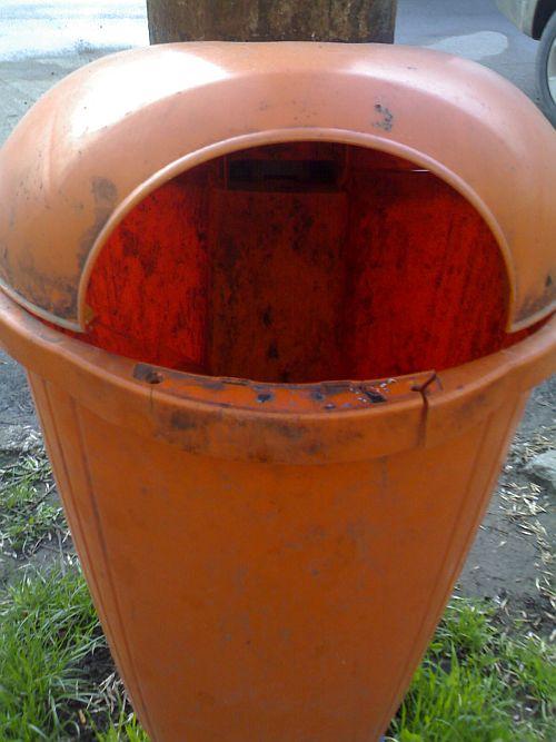 Dacă deja se fură şi platbanda de pe coşul de gunoi ce mai urmează?