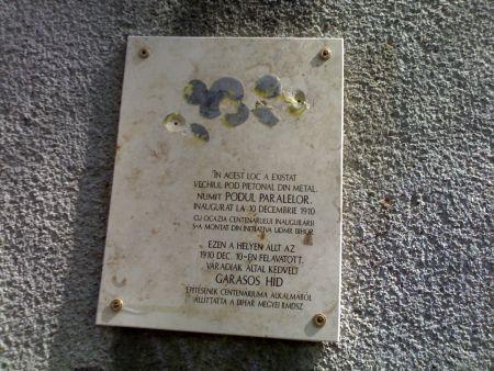 Placă comemorativă de metal